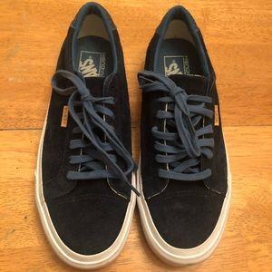 Vans navy suede skate sneakers very good cond Sz 9